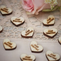 "Picture of Heart Wood Confetti ""Just Married"""