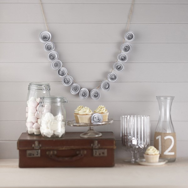 Picture of Paper Flower Garland in White