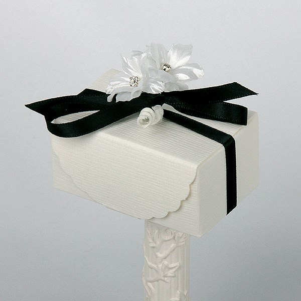 Picture of Silk Bridal White Scalloped Flap Box