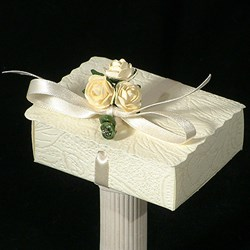 Picture of Simply Roses Scalloped Edge Box
