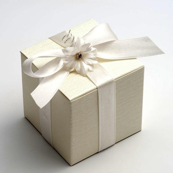 Picture of Ivory Ardesia Favour Box