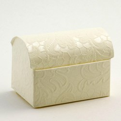 Picture of Ivory Macrame Favour Box
