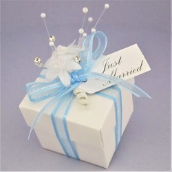 Picture of Winter Sparkle White Linen Square Favour Box