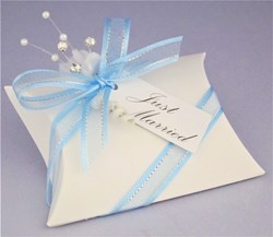 Picture of Winter Sparkle White Linen Pillow Favour Box