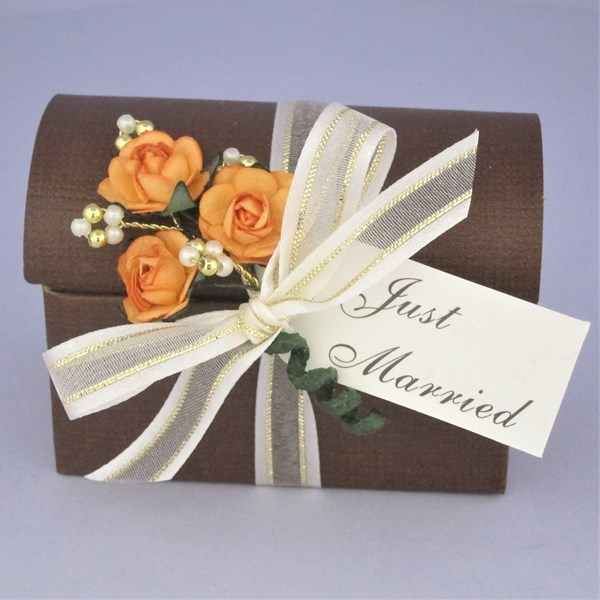 Picture of Autumn Gold & Pearl Just Married Favour Box