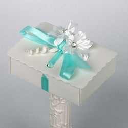 Picture of Silk Bridal White Scalloped Edge Box