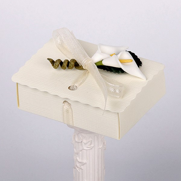 Picture of Silk Ivory Scalloped Edge Box